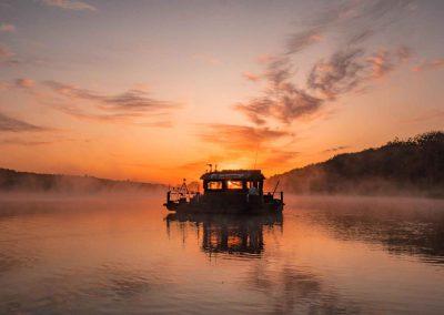 Sonnenaufgang auf dem Floss geniessen